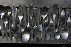 Vecchi cucchiai e forchette Fotografie Stock Libere da Diritti