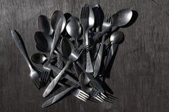 Vecchi cucchiai e forchette di alluminio Fotografie Stock Libere da Diritti