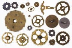 Vecchi denti del movimento a orologeria e parti dell'orologio - isolate immagine stock libera da diritti