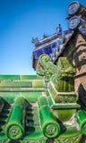 Vecchi dettagli cinesi del tetto del drago verde e blu Immagine Stock