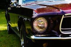 Vecchi dettagli rossi classici dell'entrata dell'automobile fotografie stock libere da diritti