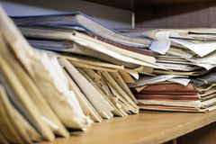 Vecchi documenti sulla tavola Immagine Stock Libera da Diritti