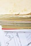 Vecchi documenti sulla tavola Immagini Stock Libere da Diritti