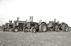 Vecchi due trattori di John Deere del cilindro (in bianco e nero) Immagine Stock Libera da Diritti