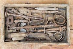 Vecchi e attrezzi per bricolage arrugginiti Fotografia Stock Libera da Diritti