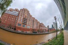 Vecchi e nuovi edifici di Baltimora al porto interno, Baltimora, immagine stock libera da diritti