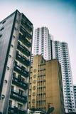 Vecchi e nuovi edifici residenziali fotografia stock