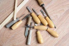 Vecchi e scalpelli bene utilizzati della lavorazione del legno Fotografia Stock Libera da Diritti