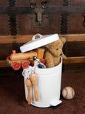Vecchi giocattoli abbandonati Fotografia Stock