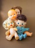 Vecchi giocattoli delle bambole fotografie stock libere da diritti