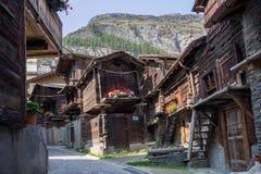 Vecchi granai e tettoia di legno, Zermatt, Svizzera Immagine Stock Libera da Diritti