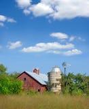 Vecchi granaio e silo rossi Immagini Stock