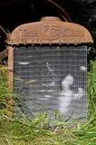 Vecchi griglia e radiatore del trattore della città gemellata fotografia stock libera da diritti