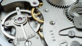 Vecchi impianti del meccanismo dell'orologio stock footage