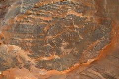 Vecchi iscrizione e simboli nel deserto fotografie stock libere da diritti