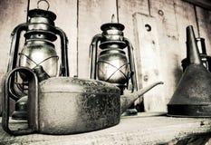 Vecchi lanttans e latta dell'olio Immagini Stock Libere da Diritti