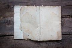 Vecchi libri d'annata libri d'annata della tavola di legno sui vecchi sulla tavola di legno Fotografia Stock