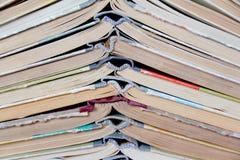 Vecchi libri dalla copertina rigida della pila Immagini Stock Libere da Diritti