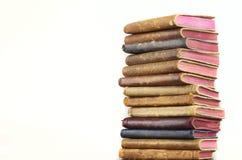 Vecchi libri di cuoio impilati Fotografia Stock