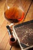 Vecchi libri e cognac Fotografia Stock Libera da Diritti