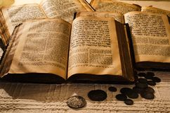 Vecchi libri ebrei santi immagine stock libera da diritti