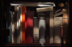 Vecchi libri in gabinetto Fotografia Stock Libera da Diritti