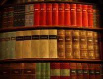 Vecchi libri nella biblioteca di Strahov Immagine Stock