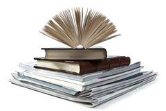 Vecchi libri su priorità bassa bianca Immagine Stock Libera da Diritti