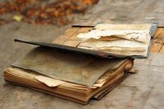 Vecchi libri su una tabella Fotografia Stock