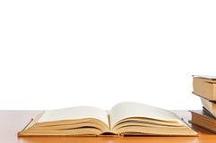 Vecchi libri sulla mensola Immagine Stock