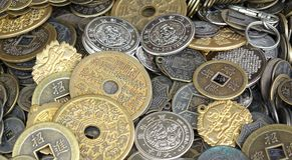 Vecchi monete e soldi cinesi Fotografie Stock Libere da Diritti