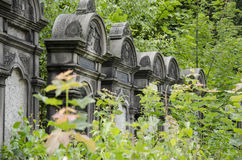 Vecchi monumenti su cementary ebreo a Lodz Immagini Stock Libere da Diritti