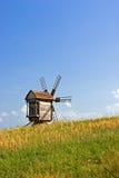 Vecchi mulini a vento di legno Fotografie Stock Libere da Diritti