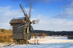 Vecchi mulini a vento di legno Fotografia Stock