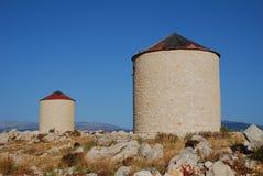 Vecchi mulini a vento, isola di Halki Fotografie Stock Libere da Diritti