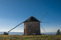 Vecchi mulini a vento nel Portogallo Fotografie Stock Libere da Diritti