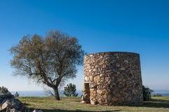 Vecchi mulini a vento nel Portogallo Fotografia Stock Libera da Diritti