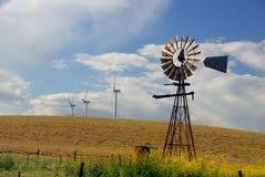 Vecchi mulini a vento per nuovo Immagini Stock
