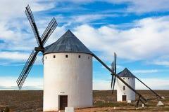 Vecchi mulini a vento spagnoli Fotografia Stock
