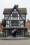 Vecchi museo della Camera & statua di un toro di Hereford, Hereford, Hereford Fotografia Stock Libera da Diritti