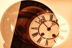 Vecchi orologio e globo. Fotografie Stock