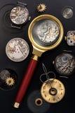 Vecchi orologio ed ingranaggi Fotografie Stock Libere da Diritti