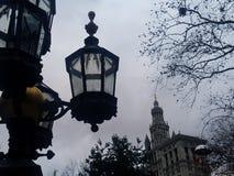 Vecchi palo della luce e monumento storico della lanterna in città Hall Park in Manhattan più bassa New York fotografie stock libere da diritti