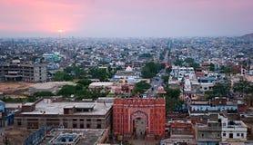 Vecchi portoni dell'entrata alla città, Jaipur, Ragiastan, India Fotografia Stock