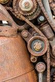 Vecchi ruote e dente per catena di ingranaggio arrugginiti consumati Fotografia Stock