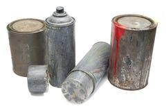 Vecchi scatole di spruzzo e secchio utilizzati della pittura Immagini Stock
