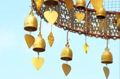Vecchi segnalatori acustici buddisti d'ottone Fotografia Stock Libera da Diritti