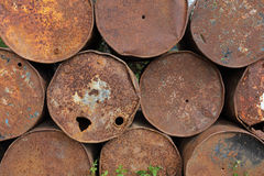 Vecchi serbatoi di combustibile arrugginiti del metallo Immagine Stock Libera da Diritti