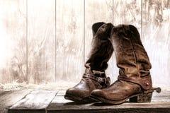 Vecchi stivali di cowboy del cordaio dello Slouch del rodeo ad ovest americano Immagini Stock