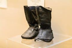 Vecchi stivali di cuoio del bambino Fotografie Stock Libere da Diritti